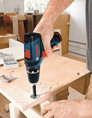 Odborník na montáž a opravu nábytku