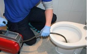 Odstraňte zácpy v kanalizaci